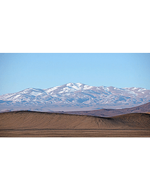 Photo Atacama desert mountains snowfall1
