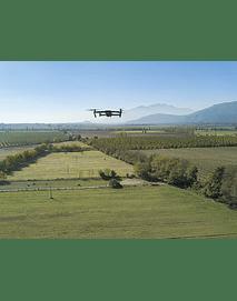 Foto Drone volando sobre campos 01