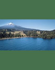 Video vista volcan sobre lago 1