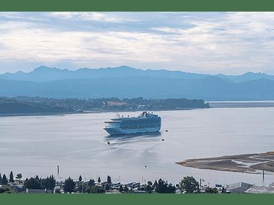 Barco arribando a Puerto Montt #01