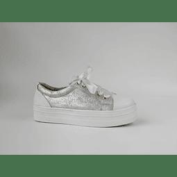 Zapatilla urbana blanca y plata