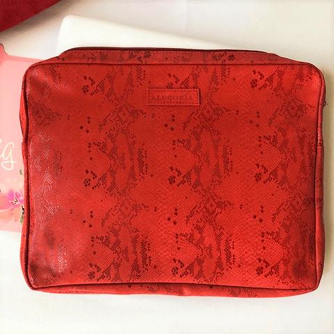 Forro computador cuero color rojo