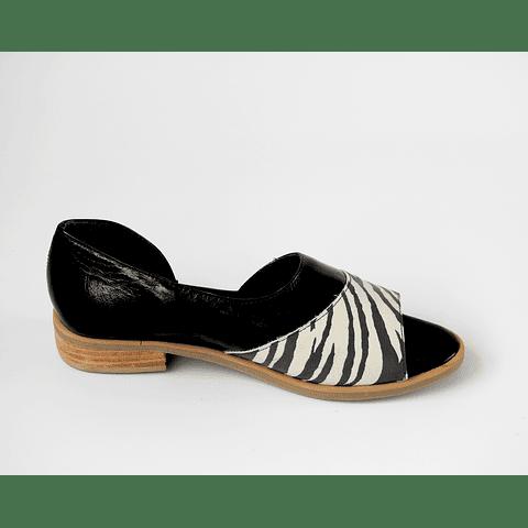 Sandalia cuero negro y cebra