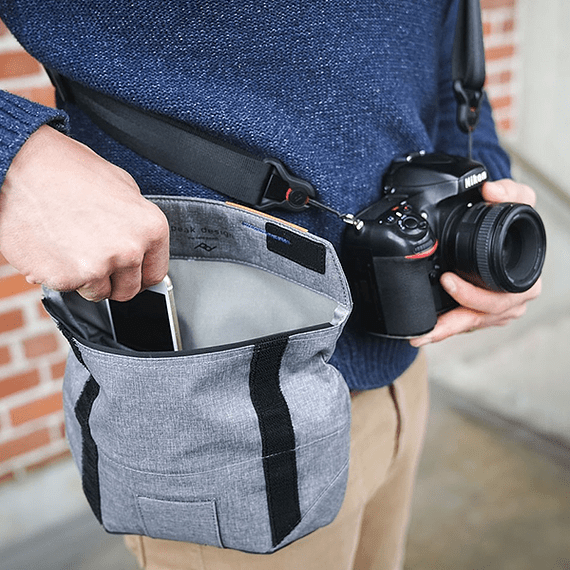 Bolso Peak Design Field Pouch Gris Oscuro- Image 9