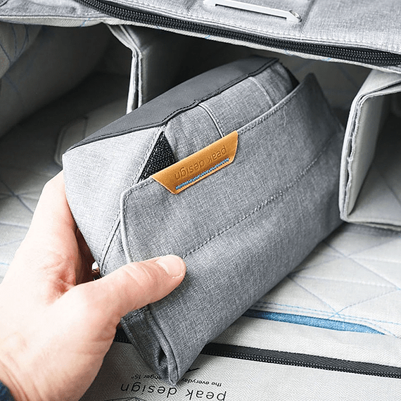 Bolso Peak Design Field Pouch Gris Oscuro- Image 11