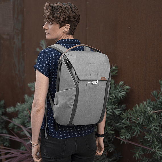 Mochila Peak Design Everyday 20L v2 Gris Claro- Image 14