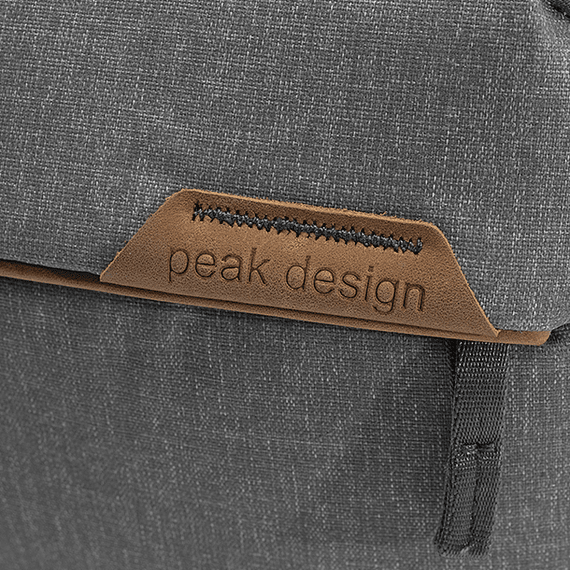 Bolso Peak Design Everyday Sling 6L v2 Gris Claro- Image 9
