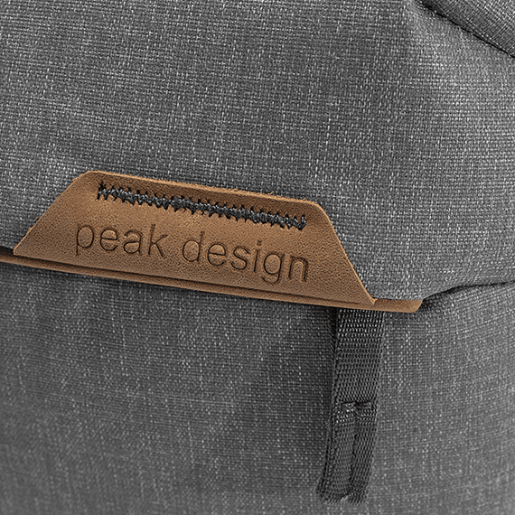 Bolso Peak Design Everyday Sling 10L v2 Gris Claro- Image 10