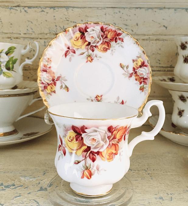 "Royal Albert, Inglaterra, ""Leonora"", taza de café, 1962-1970"