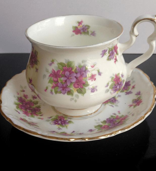 Royal Albert, Inglaterra, 'Violetta', taza de té, 140cc, 1970 - 1980