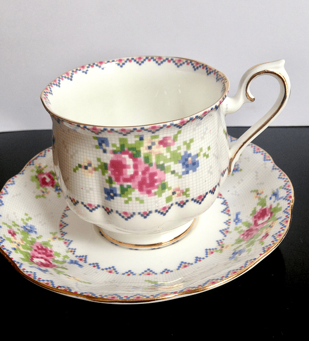 Royal Albert, Inglaterra, 'Petit point china', taza de té, 140cc, 1932 - 2001