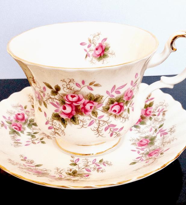 Royal Albert, Inglaterra, 'Lavender Rose', taza de té, 1961 - 2009