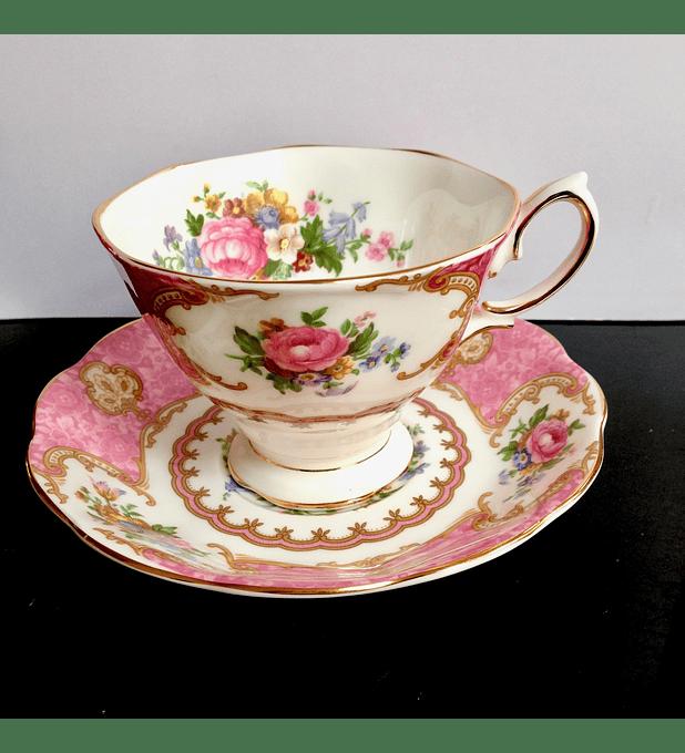 Royal Albert, Inglaterra, 'Lady Carlyle', taza de té, 1944 - 2010