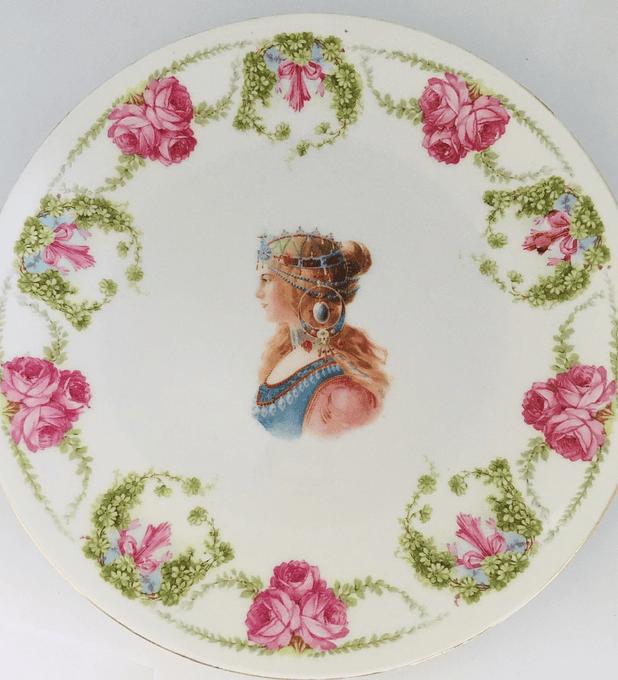 Austria, plato decorativo, primera mitad siglo XX