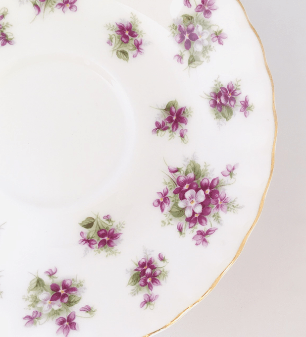 "Royal Albert, Inglaterra, ""Sweet Violet, platillo  de café"", 14 cm, 1966-2001"