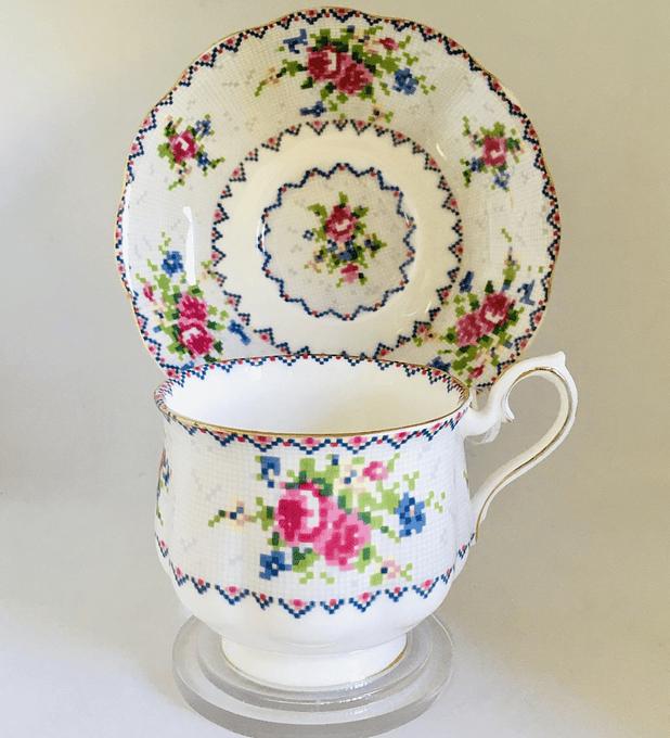 Royal Albert, Inglaterra, 'Petit point china', taza de té, 140cc, 1932 - 2001