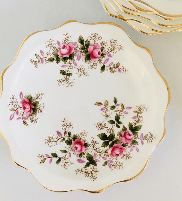 Royal Albert, Inglaterra, platito para petit four 'Lavender Rose',  1961 - 2009