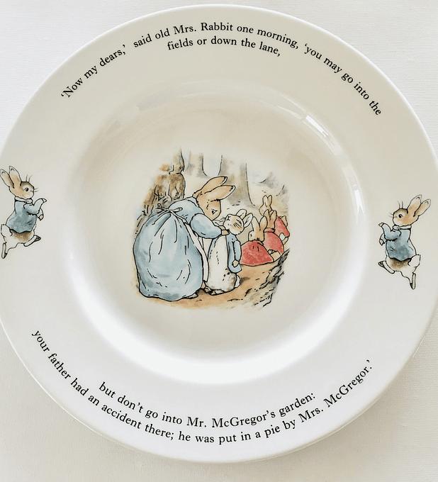 Wedgwood, Inglaterra, plato de colección Peter Rabbit, 24,8 cm.