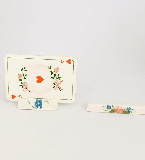 Tarjetero y posacubiertos pintados a mano