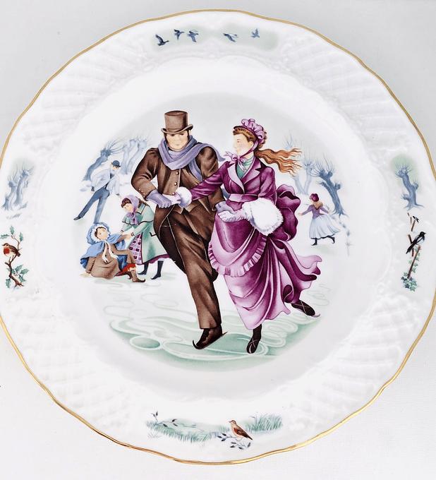 Royal Worcester, Inglaterra, 'Patinando', 22 cm, 1983