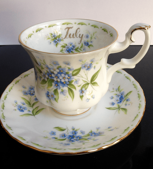 Royal Albert, Inglaterra, Serie 'Flower of the month', ' Forget me not', Julio, taza de café, 1970
