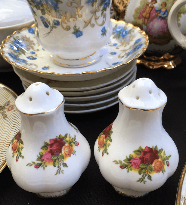 Royal Albert, Inglaterra, salero y pimientero ¨Old Country Roses¨
