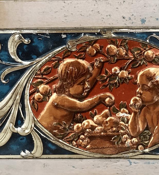 Caja metálica, Inglaterra, estilo Arts & Crafts, alrededor del 1900