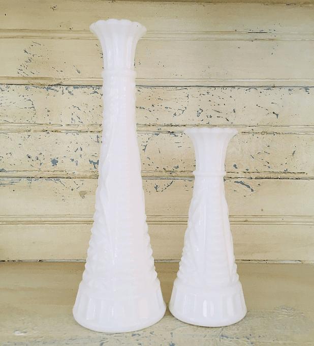 Estados Unidos, pareja de floreros de opalina, 2da mitad Siglo XX