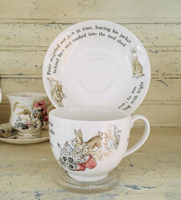 Wedgwood, Inglaterra,  taza de té Peter Rabbit, 1992