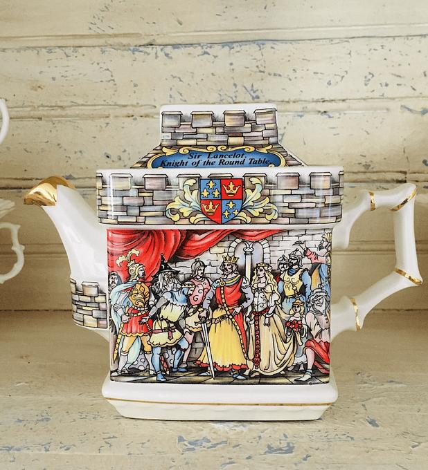 """Sadler, Inglaterra, tetera de colección, """"King Arthur - Hero & Legend"""", 70's"""