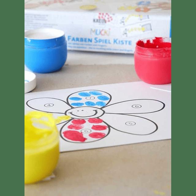 MUCKI Play me paintbox  Contamos con colores y dedos.