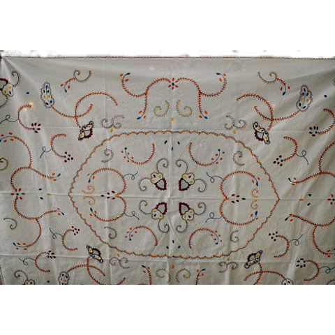 180x130cm. Viana tablecloth in white/colors.