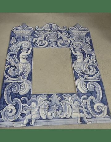 Moldura dupla em painel de azulejos