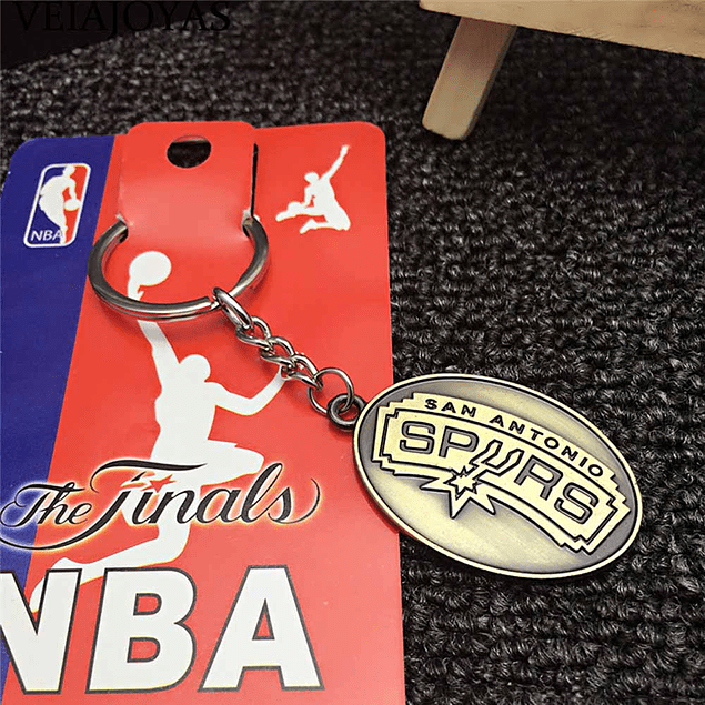 Llaveros NBA metal dorados