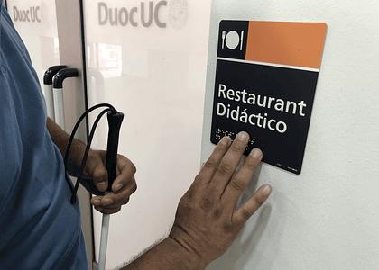 Duoc UC implementa Plan de Accesibilidad y habilita Lazarillo APP en sede Antonio Varas