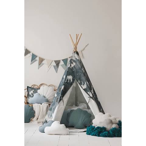 Tipi - Night in the forest