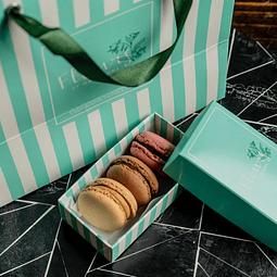 Love Macarons Box