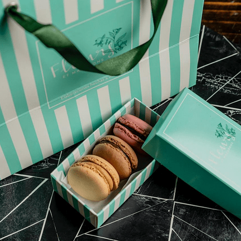 Love Macarons Box