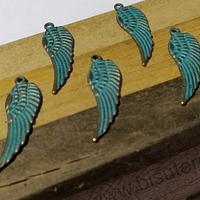 Dije envejecido con turquesa en forma de ala, 29 x 9 mm, set de 6 unidades