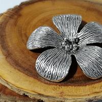 Colgante plateado en forma de flor, con argolla colgante posterior, 50 mm