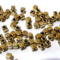 Separador dorado cuadrado, con borde redondeado, de 3 mm por 3 mm , agujero de 1 mm, set de 60 unidades aprox
