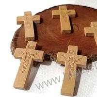 Cruz madera con Jesús, 42 x 25 mm, set de 8 unidades