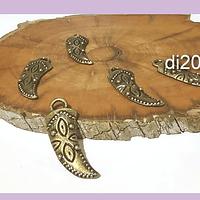 Dije envejecido en forma de colmillo con diseño, 29 x 10 mm, set de 5 unidades