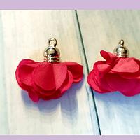 Borla flor rojas, base dorado, 24 mm de largo, por par