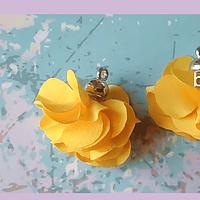 Borla flor amarillo, base plateado 24 mm de largo, por par