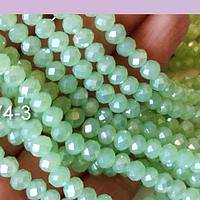 Cristal facetado en color verde claro 6 mm, tira de 94 cristales aprox