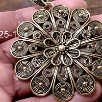 Colgante dorado en forma de flor, 60 mm de diámetro, por unidad