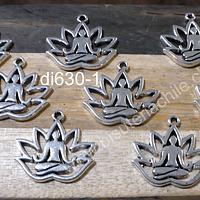 Dije plateado diseño flor de loto y meditación, 17 x 15 mm, set de 8 unidades