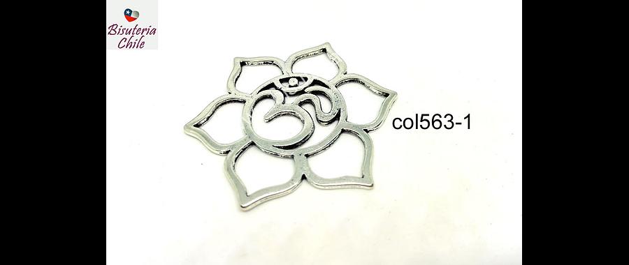 Colgante plateado flor con om, 45 mm de diámetro, por unidad