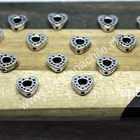 Separado plateado en forma de corazón, 7 x 7 mm, agujero de 1 mm, set  de 16 unidades